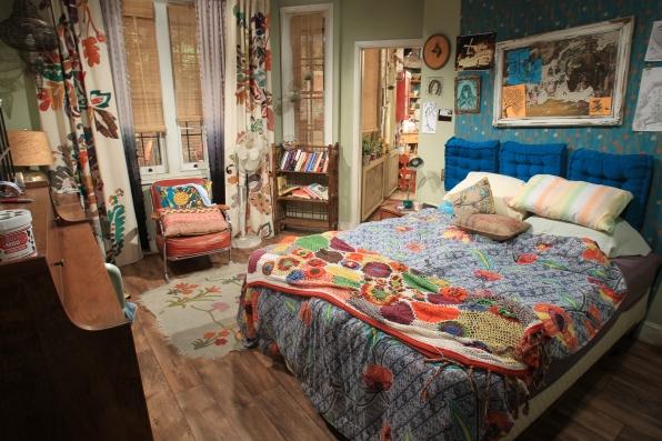 bienvenue chez max et caroline 2 broke girls. Black Bedroom Furniture Sets. Home Design Ideas