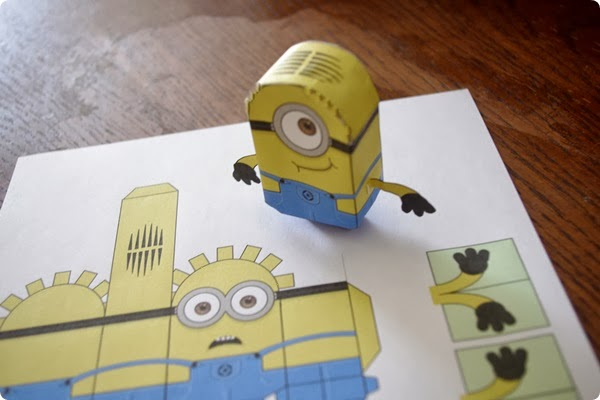 minions 3d en papier. Black Bedroom Furniture Sets. Home Design Ideas