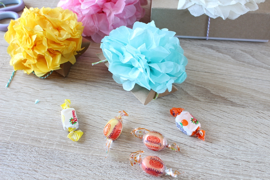 boite-bonbons-7-pompons-papier-soie