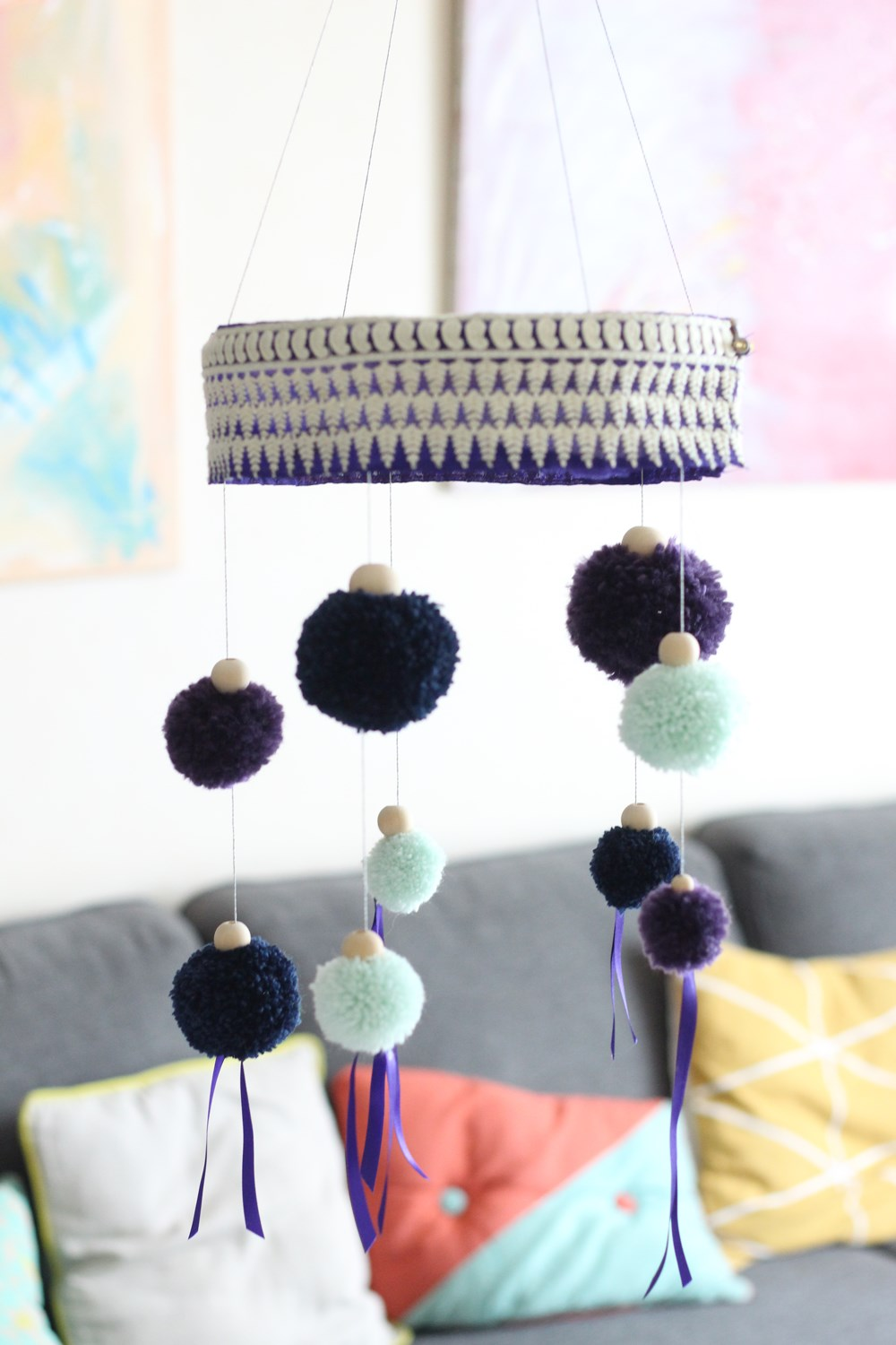 projet-diy-suspension-pompoms-rubans-14-creativa-2016